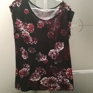 💜NWOT Women black, purple and red flower top
